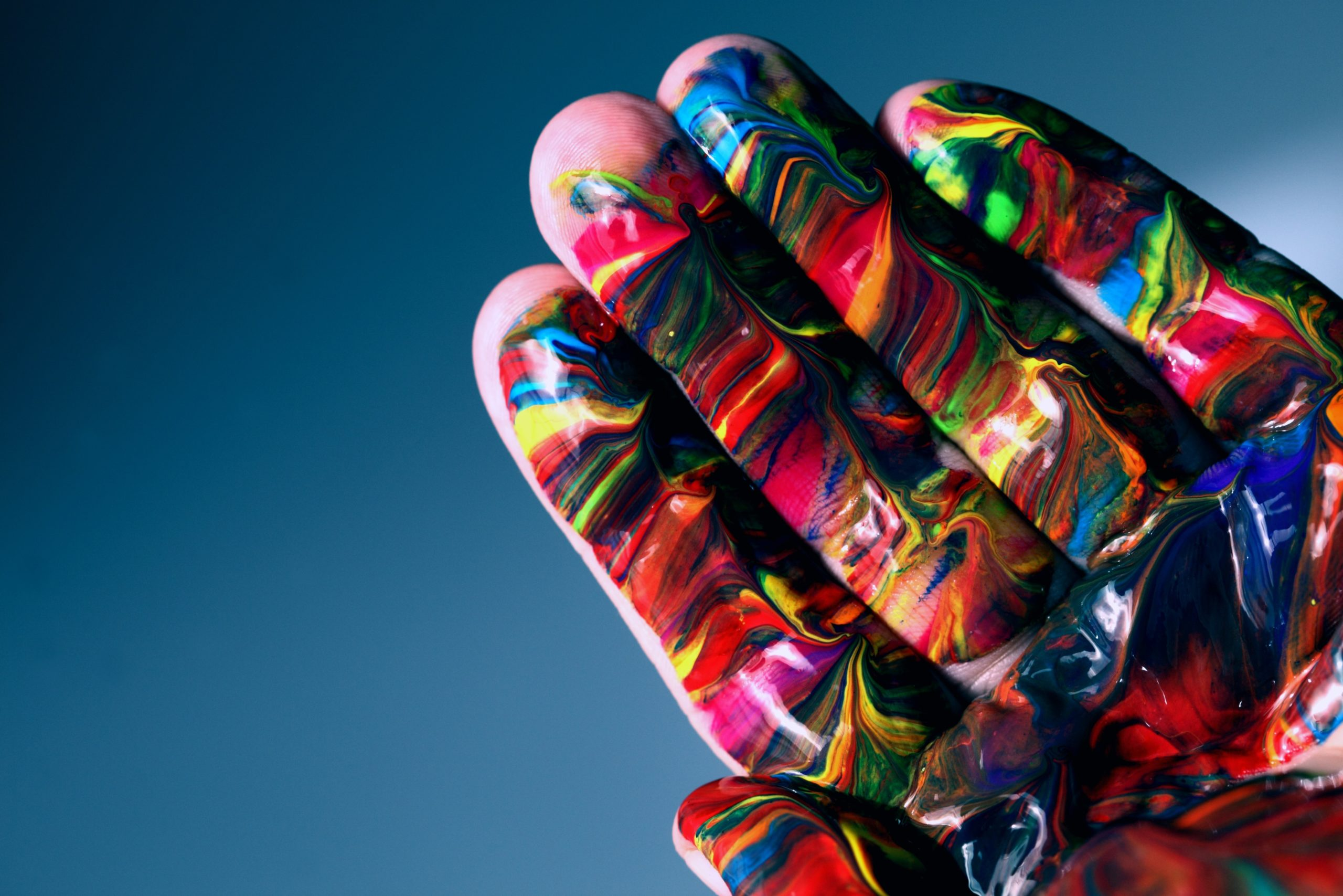 inta-colored-hand